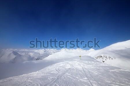 Figyelmeztetés énekel sípálya hegyek pára Kaukázus Stock fotó © BSANI