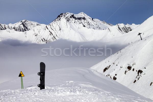 Waarschuwing zingen snowboard helling kaukasus bergen Stockfoto © BSANI
