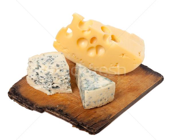 Különböző sajt öreg fából készült konyha tábla Stock fotó © BSANI