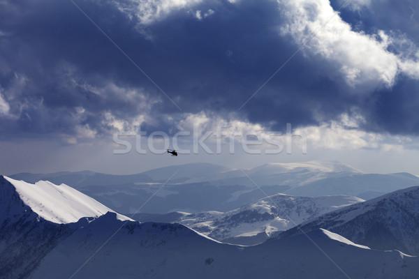 Helicóptero noite montanhas esquiar recorrer Foto stock © BSANI