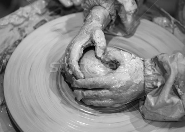 Preto e branco mãos jovem processo argila Foto stock © BSANI