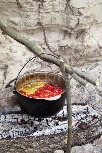 Leves főzés üst tábortűz hagyományos szelektív fókusz Stock fotó © BSANI