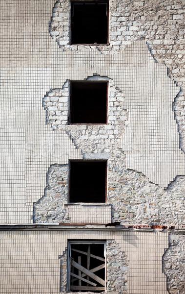 Téglafal öreg elpusztított ház épület otthon Stock fotó © BSANI