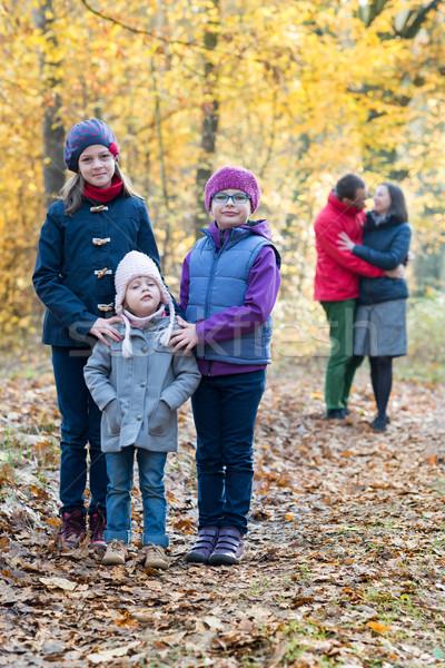 Aile resim kardeşler ebeveyn arkasında güzel Stok fotoğraf © bubutu