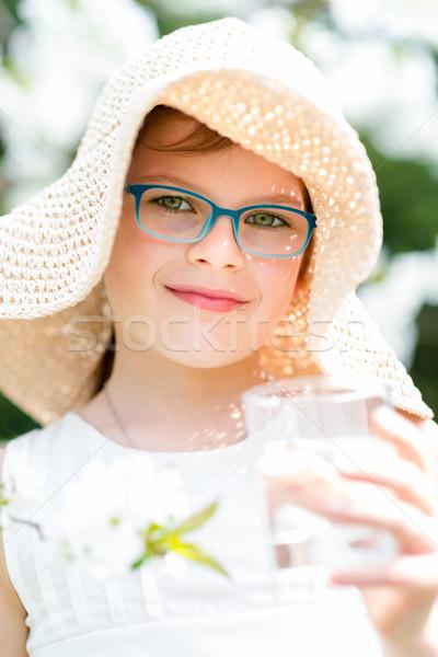 Yaz küçük kız hasır şapka içme suyu açık portre Stok fotoğraf © bubutu