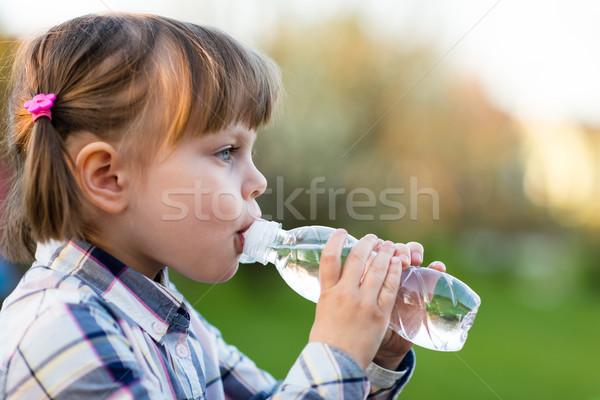 Portre küçük kız içme suyu açık kız sevimli Stok fotoğraf © bubutu
