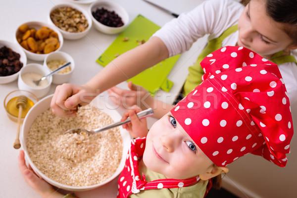 Gelukkig zusters koken samen jonge kinderen Stockfoto © bubutu