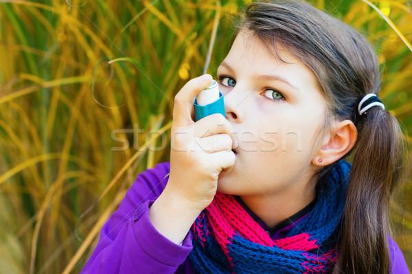 Meisje najaar dag astma aanval Stockfoto © bubutu