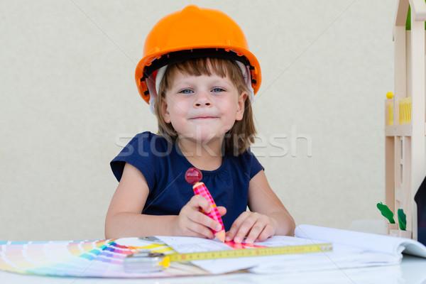 Lakásfelújítás ház építkezés kislány lány kéz Stock fotó © bubutu