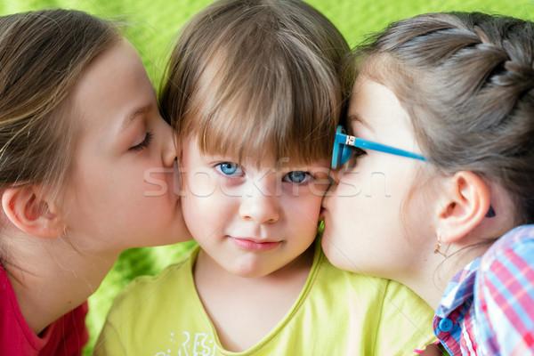 şaşırmış küçük kız iki kız bakıyor Stok fotoğraf © bubutu