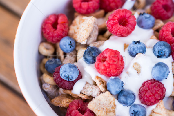 Stock photo: Healthy breakfast -muesli and fresh fruits