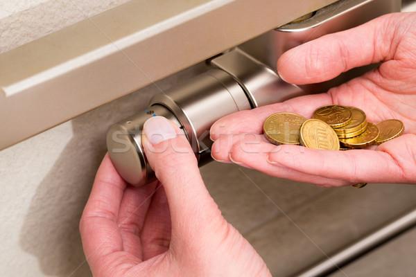 Radiador termostato monedas mano válvula ajuste Foto stock © bubutu