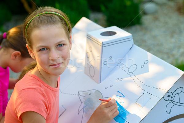 Genç kız boyama karton ev bahçe kâğıt Stok fotoğraf © bubutu