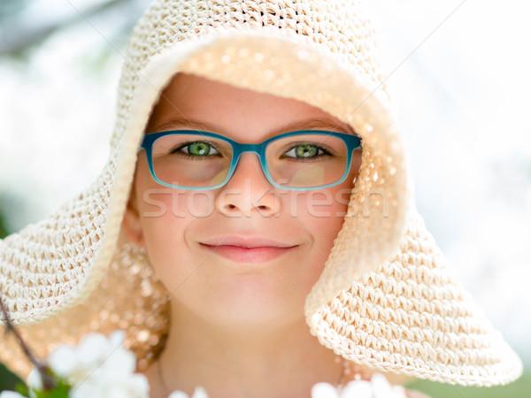 Yaz küçük kız hasır şapka açık portre mutlu Stok fotoğraf © bubutu