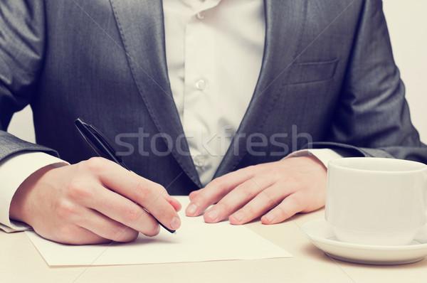 Işadamı yazı kâğıt el işyeri Stok fotoğraf © burtsevserge