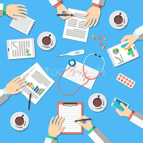 Médico local de trabalho médicos trabalhando tabela clínica Foto stock © burtsevserge