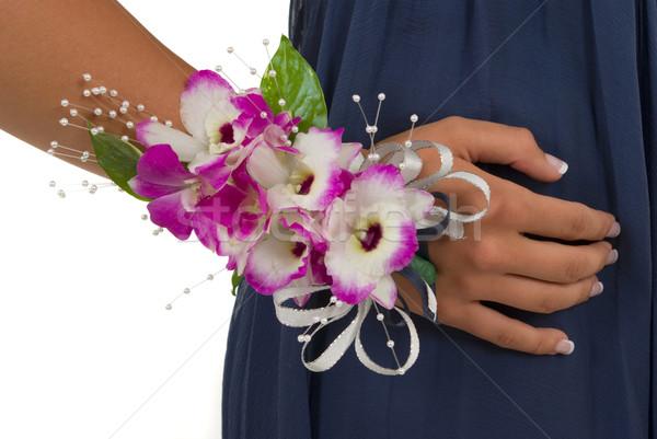 Браслет из цветов для свидетельницы своими руками