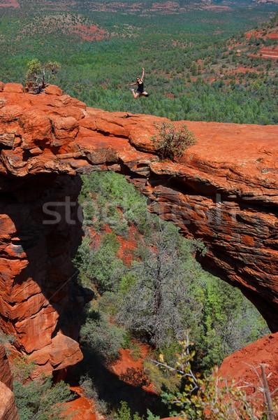 Escursionista jumping ragazza ponte panorama deserto Foto d'archivio © BVDC