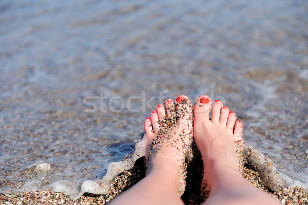 Kadın ayaklar kız rahatlatıcı plaj Stok fotoğraf © byrdyak