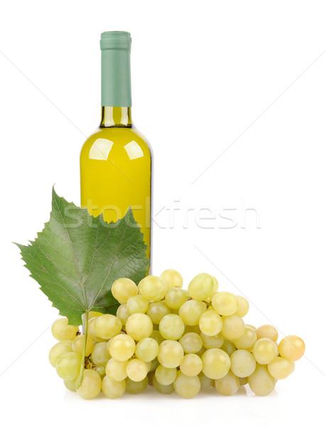 Botella de vino blanco uvas aislado blanco alimentos naturaleza Foto stock © byrdyak