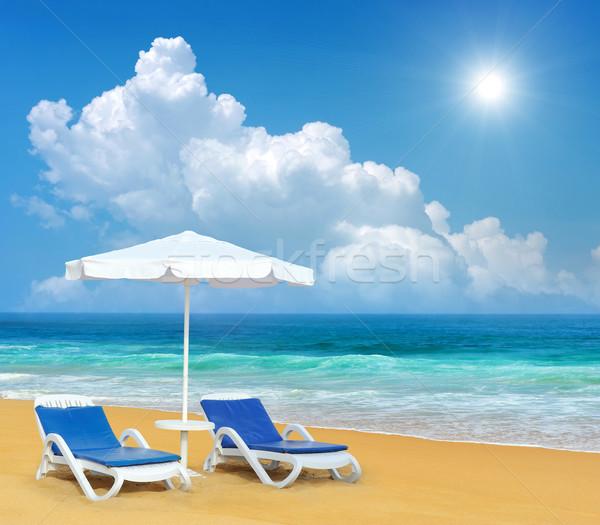 şezlong şemsiye kum plaj beyaz gökyüzü Stok fotoğraf © byrdyak