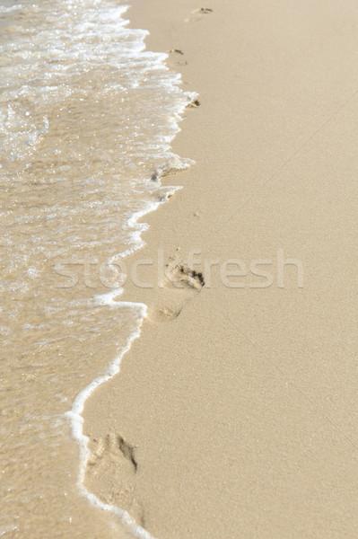 Pegadas areia onda textura mar fundo Foto stock © byrdyak