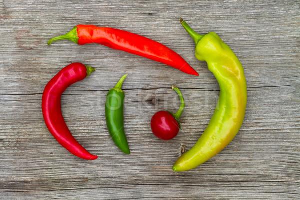 Quente pimentas madeira diferente cores comida Foto stock © c12