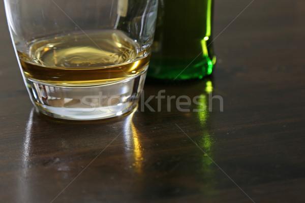 Vaso pequeño cantidad whisky sesión mesa Foto stock © ca2hill