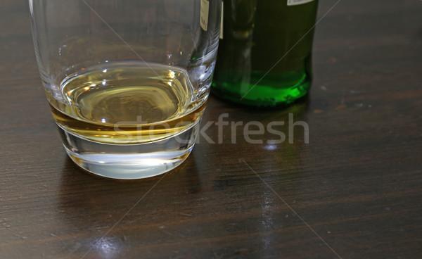 Viski küçük miktar oturma tablo içmek Stok fotoğraf © ca2hill