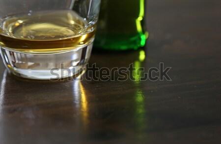 Whisky tabel mic whisky şedinţei Imagine de stoc © ca2hill