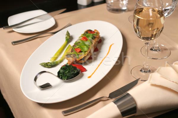 étterem asztal hal spárga spenót tányér Stock fotó © caimacanul