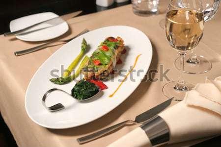 Hal spárga spenót étterem asztal tányér Stock fotó © caimacanul