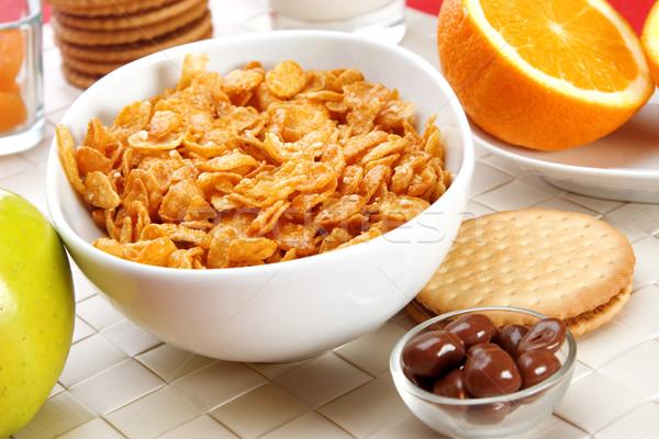 Déjeuner délicieux céréales fruits lait Photo stock © caimacanul