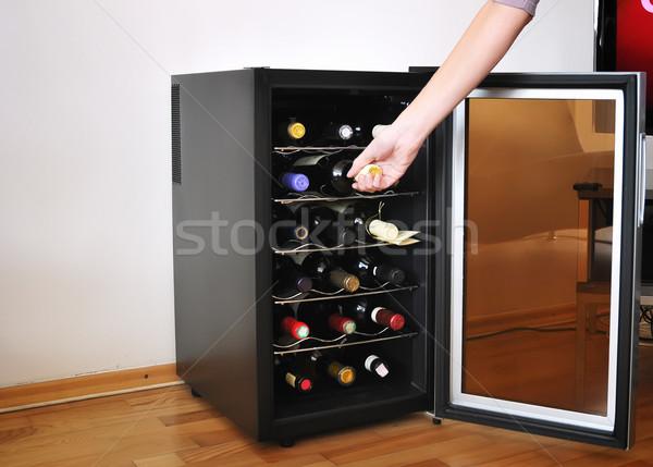 Stok fotoğraf: şarap · kız · el · kırmızı · alışveriş