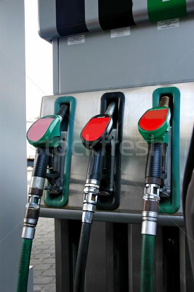 Benzyny pompować paliwa zbiornika stoją zielone Zdjęcia stock © Calek