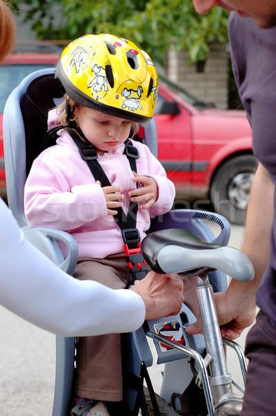Fietsen meisje zitting fiets helm hoofd Stockfoto © Calek