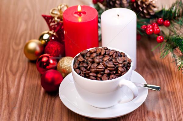 Natal copo grãos de café mesa de madeira velas Foto stock © calvste
