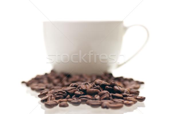 Kávébab közelkép csésze fehér kávé asztal Stock fotó © calvste