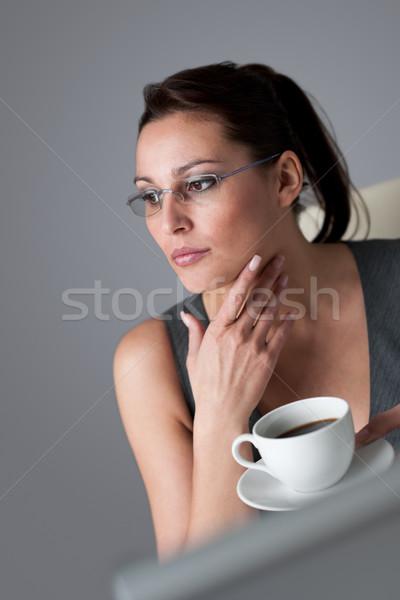Sikeres üzletasszony kávészünet iroda igazgató nő Stock fotó © CandyboxPhoto