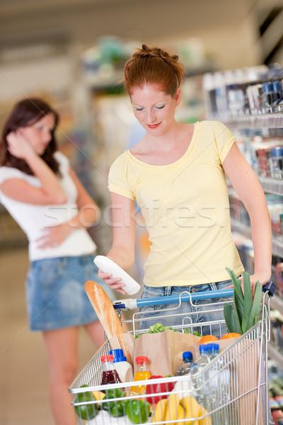 Winkelen vrouw fles shampoo Stockfoto © CandyboxPhoto