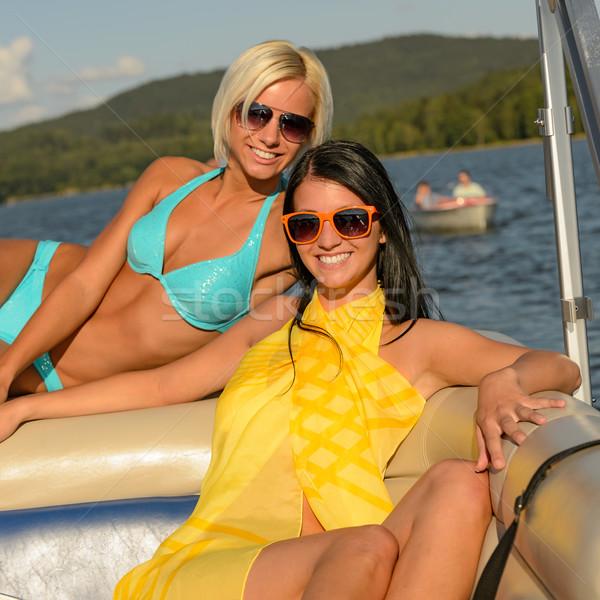 Jonge glimlachend vrouwen zonnebaden boot gelukkig Stockfoto © CandyboxPhoto
