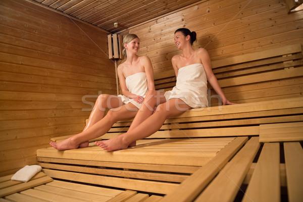 ストックフォト: 二人の女性 · リラックス · サウナ · 木製 · ベンチ