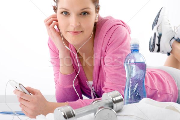 Stok fotoğraf: Fitness · woman · dinlemek · müzik · mp3 · dinlenmek · spor · salonu