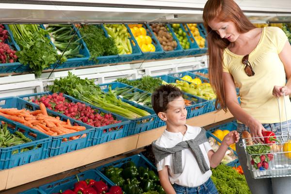 élelmiszerbolt vásárlás vörös haj nő gyermek étel Stock fotó © CandyboxPhoto