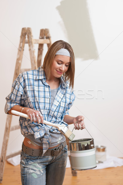 Lakásfelújítás mosolygó nő festék ecset festmény fal Stock fotó © CandyboxPhoto