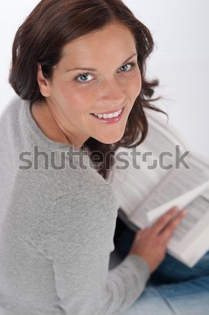 Stockfoto: Glimlachend · gelukkig · vrouw · boek · witte · Blauw