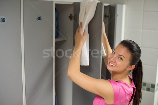 Nő törölköző öltözőszekrény ajtó mosolyog fiatal nő Stock fotó © CandyboxPhoto