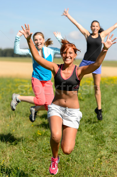 Derűs barátok ugrik élvezi nyár sport Stock fotó © CandyboxPhoto