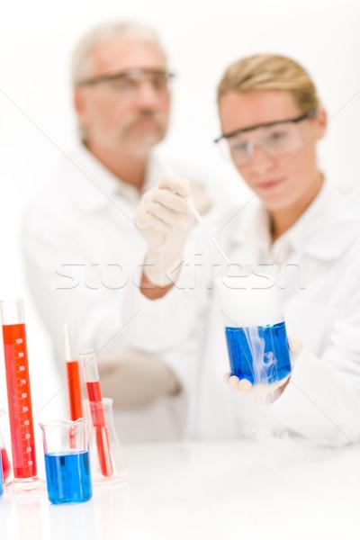 Química experiência cientistas laboratório desgaste óculos de proteção Foto stock © CandyboxPhoto