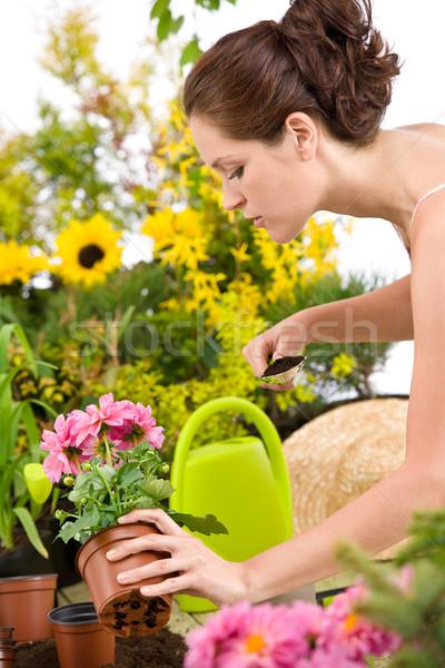 Kertészkedés nő tart virágcserép ásó fehér Stock fotó © CandyboxPhoto